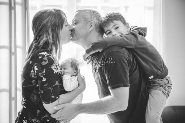 photo-parent-portent-enfant-bienvenue-a-bebe-maggy-photographies
