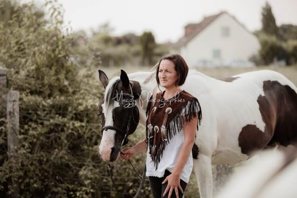photo-cheval-tenue-indien-en-famille-maggy-photographies
