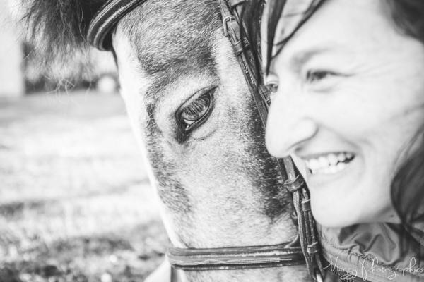 photo-femme-et-son-cheval-en-famille-maggy-photographies
