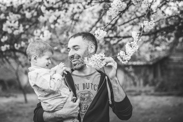 photo-papa-joue-fils-en-famille-maggy-photographies