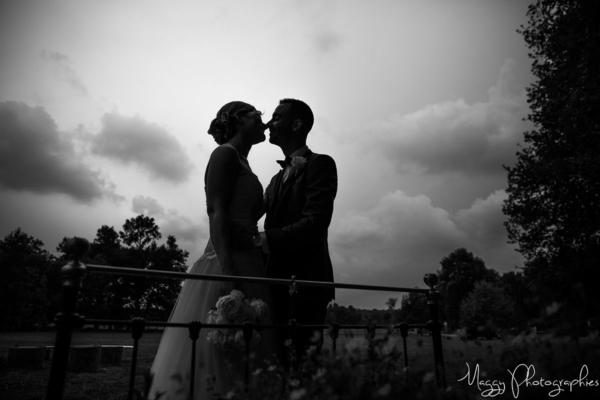 photo-jeune-maries-main-dans-la-main-pour-la-vie-maggy-photographies