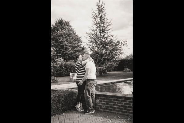 photo-couple-tous-les-deux-bisous-parcs-maggy-photographies